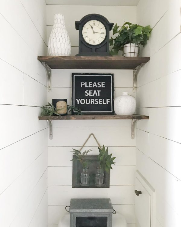 100 Cozy Rustic Farmhouse Bathroom Decor Ideas You Can Easily Copy - You have to see this bathroom decor idea with in-built ornamental shelf and vintage black clock. Love it!