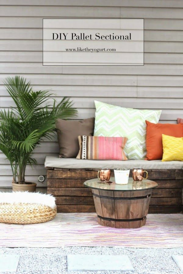 Great idea! Check out the tutorial on how to make a #DIY outdoor pallet sectional. #HomeDecorIdeas