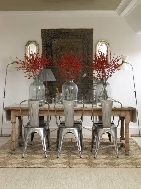You have to see this #farmhouse decor idea with oriental hanging wall carpet and old-school wooden table. Love it! #FarmhouseDecor #HomeDecorIdeas