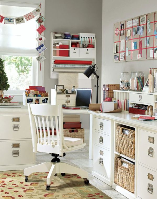 You have to see this #farmhouse decor idea with modernistic rocking office chair and pleasant work corner area. Love it! #FarmhouseDecor #HomeDecorIdeas