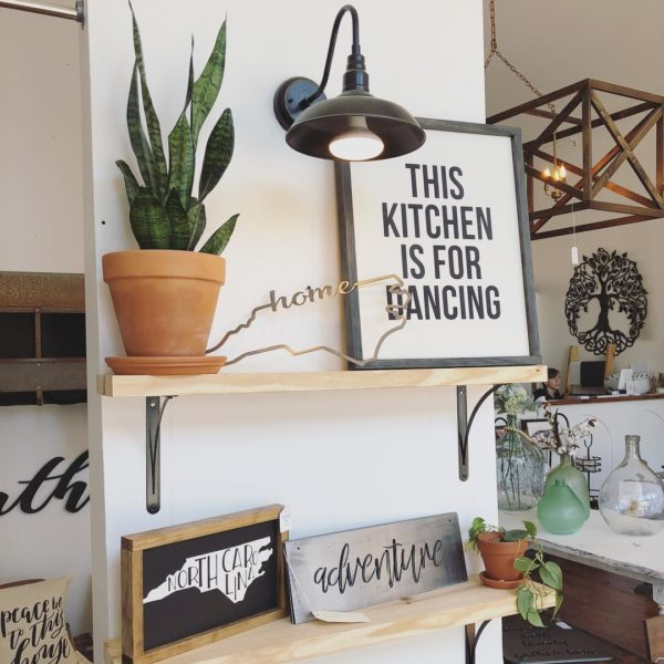 You have to see this #farmhouse decor idea with a rustic background chandelier and traditional flower pots. Love it! #FarmhouseDecor #HomeDecorIdeas