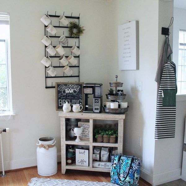 You have to see this #farmhouse decor idea with a single clothes hanger, knitted mat and hardwood flooring. Love it! #FarmhouseDecor #HomeDecorIdeas