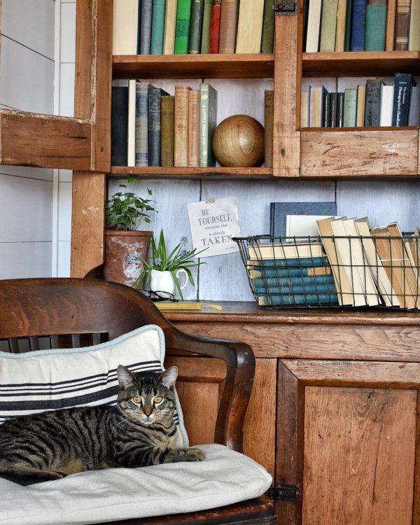 You have to see this #farmhouse decor idea with white wood walls and metalic storage basket. Love it! #FarmhouseDecor #HomeDecorIdeas