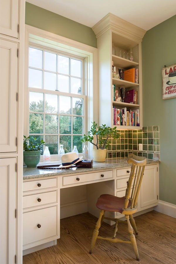 100 Charming Farmhouse Decor Ideas for Your Home Office - You have to see this #farmhouseoffice decor idea with major single window and wall-to-wall rustic desk. Love it! #FarmhouseOfficeDecor #HomeDecorIdeas