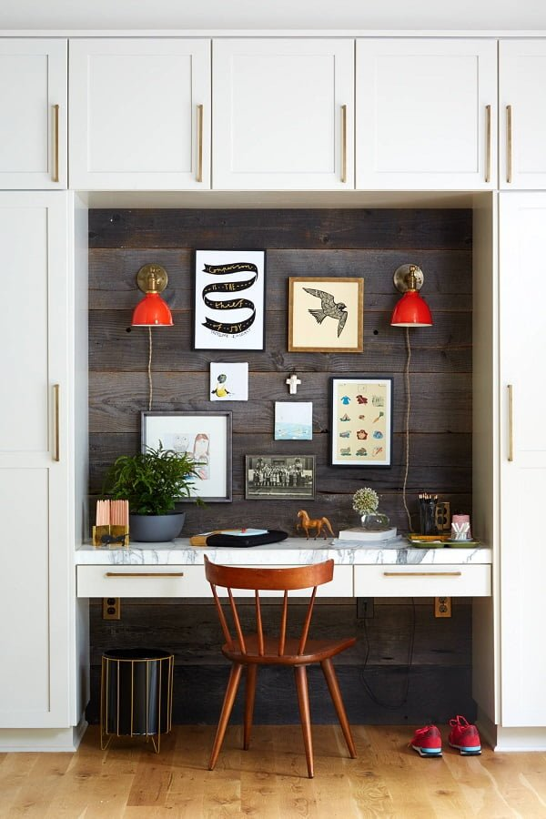 100 Charming Farmhouse Decor Ideas for Your Home Office - You have to see this #farmhouseoffice decor idea with retro wood chair and modernized recycle bin. Love it! #FarmhouseOfficeDecor #HomeDecorIdeas