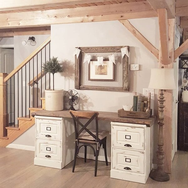 100 Charming Farmhouse Decor Ideas for Your Home Office - You have to see this #farmhouseoffice decor idea with soft hardwood floors and countryhouse-like chair. Love it! #FarmhouseOfficeDecor #HomeDecorIdeas