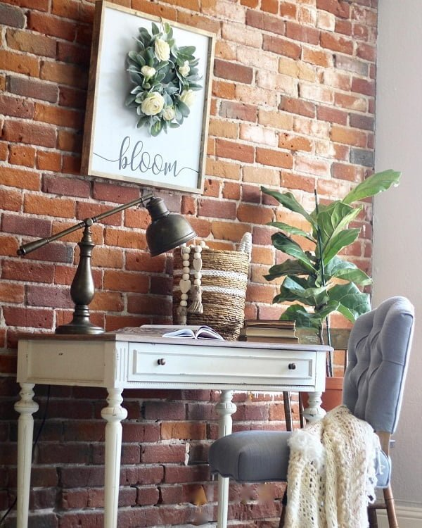 100 Charming Farmhouse Decor Ideas for Your Home Office - You have to see this #farmhouseoffice decor idea with baby blue office chair and 40s styled desk lamp. Love it! #FarmhouseOfficeDecor #HomeDecorIdeas