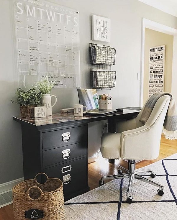 100 Charming Farmhouse Decor Ideas for Your Home Office - You have to see this #farmhouseoffice decor idea with leather ivory office chair and hanging metal storage shelves. Love it! #FarmhouseOfficeDecor #HomeDecorIdeas