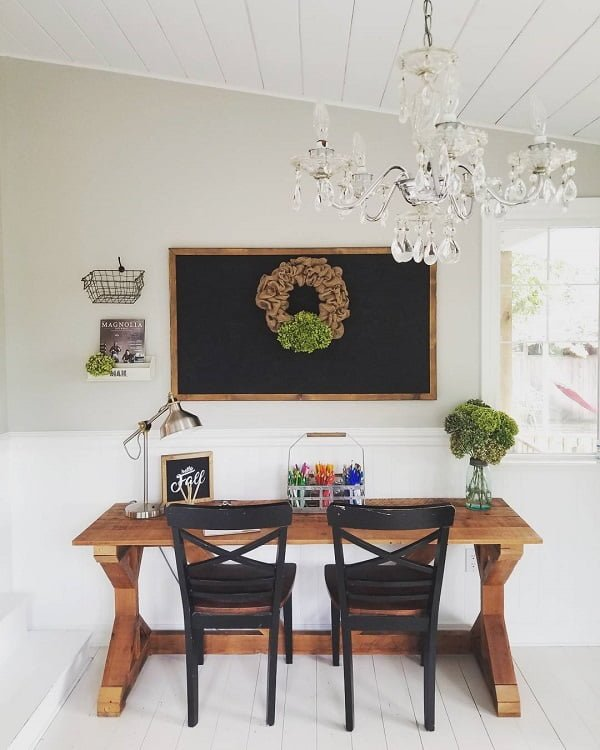 100 Charming Farmhouse Decor Ideas for Your Home Office - You have to see this #farmhouseoffice decor idea with draping wreath and crystal chandelier. Love it! #FarmhouseOfficeDecor #HomeDecorIdeas