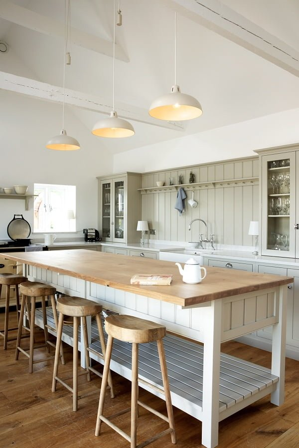 You have to see this #farmhousekitchen decor idea with three modern hanging lights and backrgound kitchen utensils hanger. Love it! #FarmhouseKitchen #HomeDecorIdeas