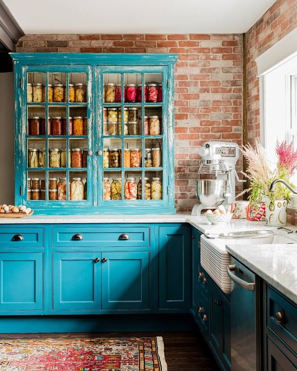 100 Stunning Farmhouse Kitchen Decor Ideas You Have to Try - You have to see this #farmhousekitchen decor idea with marble kitchen countertops and a focal outside window. Love it! #FarmhouseKitchen #HomeDecorIdeas