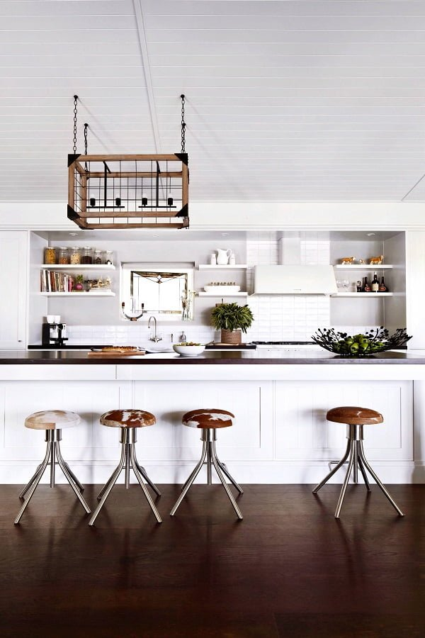 You have to see this #farmhousekitchen decor idea with box-like chandelier and white brick walls. Love it! #FarmhouseKitchen #HomeDecorIdeas