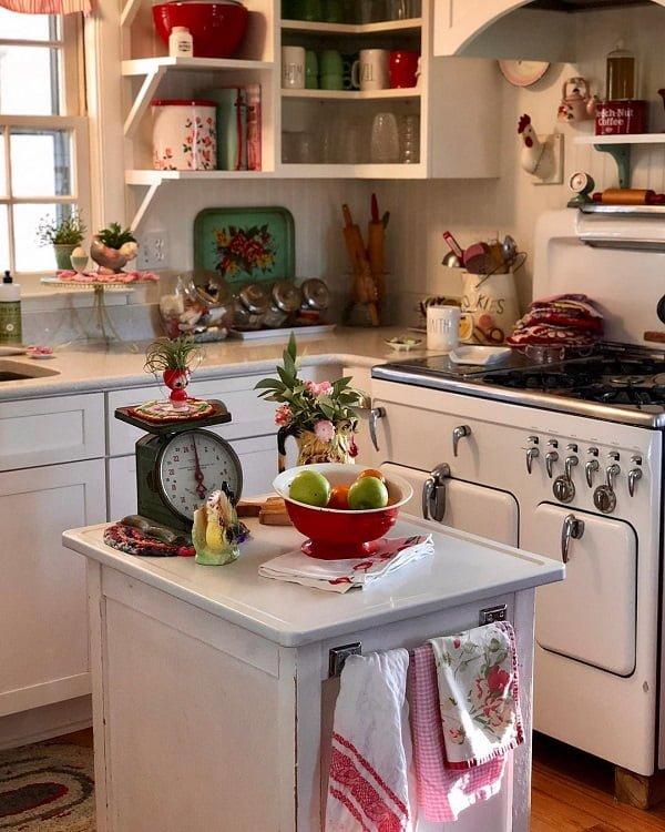 100 Stunning Farmhouse Kitchen Decor Ideas You Have to Try - You have to see this #farmhousekitchen decor idea with white cabinets and hardwood floors. Love it! #FarmhouseKitchen #HomeDecorIdeas