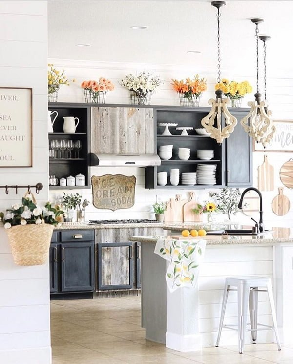 You have to see this #farmhousekitchen decor idea with romantinc ceiling lamps and multiple floral arrangements. Love it! #FarmhouseKitchen #HomeDecorIdeas