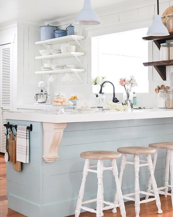 100 Stunning Farmhouse Kitchen Decor Ideas You Have to Try - You have to see this #farmhousekitchen decor idea with multiple metalic storage boxes and kitchen wall signs. Love it! #FarmhouseKitchen #HomeDecorIdeas