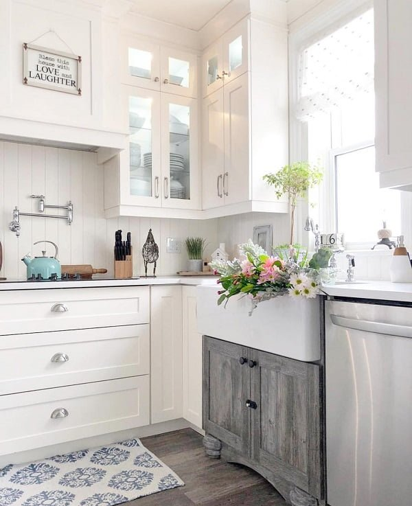 You have to see this #farmhousekitchen decor idea with modernistic wall-mount faucet and greyish hardwood floors. Love it! #FarmhouseKitchen #HomeDecorIdeas
