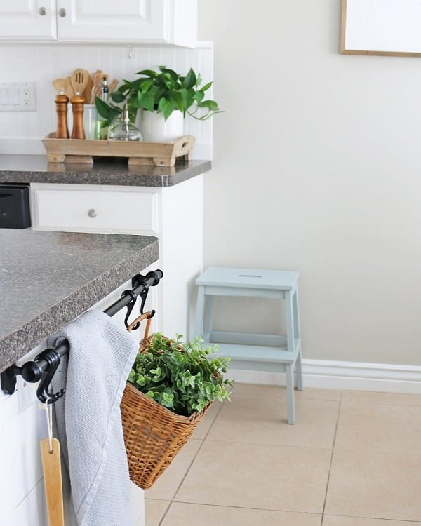 You have to see this #farmhousekitchen decor idea with pale two-step pedestal and cream tile floors. Love it! #FarmhouseKitchen #HomeDecorIdeas