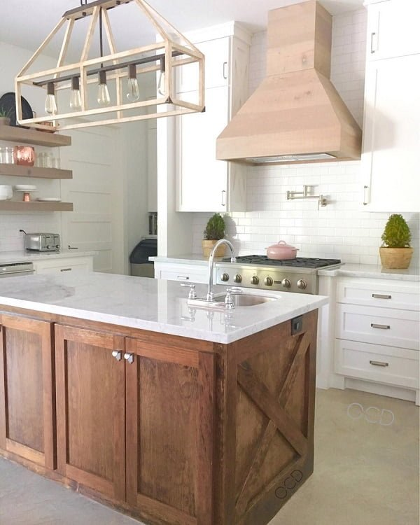 You have to see this #farmhousekitchen decor idea with white marble countertops and white brick-tile walls. Love it! #FarmhouseKitchen #HomeDecorIdeas