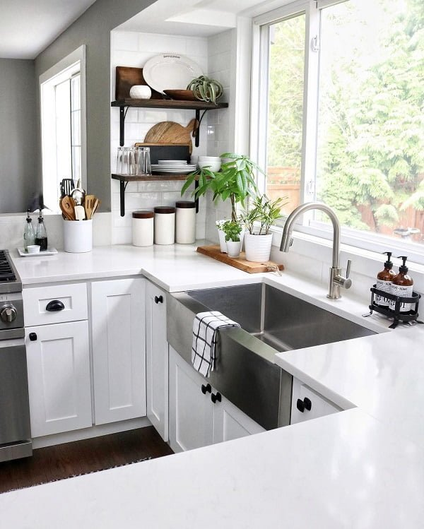 100 Inspiring Farmhouse Sink Ideas for the Kitchen and Bathroom - You have to see this #farmhousesink decor idea with single-handle and U-shaped faucet and compact detergent containers. Love it! #FarmhouseSinkDecor #HomeDecorIdeas