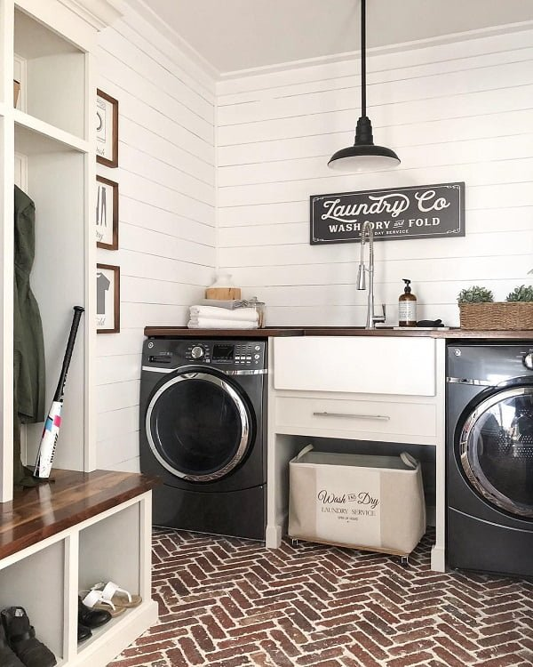 100 Inspiring Farmhouse Sink Ideas for the Kitchen and Bathroom - You have to see this #farmhousesink decor idea with tall, silver faucet and apothecary-like soap container. Love it! #FarmhouseSinkDecor #HomeDecorIdeas