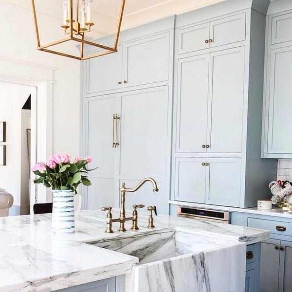100 Inspiring Farmhouse Sink Ideas for the Kitchen and Bathroom - You have to see this sink decor idea with marble countertops and compact centerset faucet, suitable for children and adults. Love it!