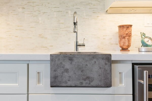 100 Inspiring Farmhouse Sink Ideas for the Kitchen and Bathroom - You have to see this #farmhousesink decor idea with soapstone sink and pull-down faucet. Love it! #FarmhouseSinkDecor #HomeDecorIdeas