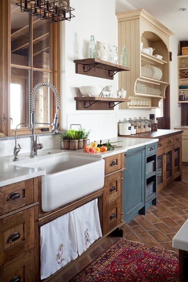 100 Inspiring Farmhouse Sink Ideas for the Kitchen and Bathroom - You have to see this sink decor idea with separate filtered water faucet and tub-like sink design. Love it!