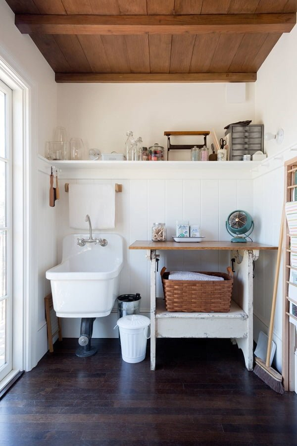 100 Inspiring Farmhouse Sink Ideas for the Kitchen and Bathroom - You have to see this #farmhousesink decor idea with wall-moutn faucet and wood towel holder just above it. Love it! #FarmhouseSinkDecor #HomeDecorIdeas