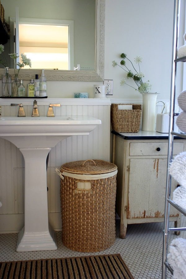 100 Inspiring Farmhouse Sink Ideas for the Kitchen and Bathroom - You have to see this sink decor idea with double-handle and one-hole faucet. Love it!
