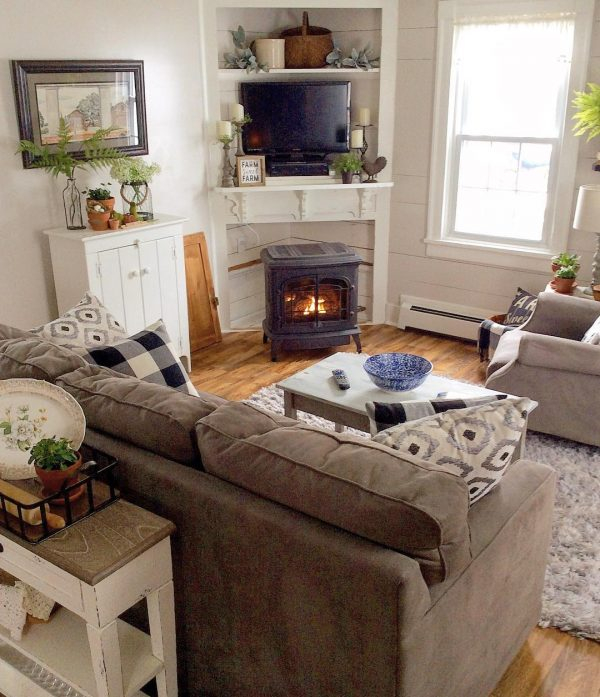 living room decor idea with homey atmosphere and strategically-placed fireplace. Love it!