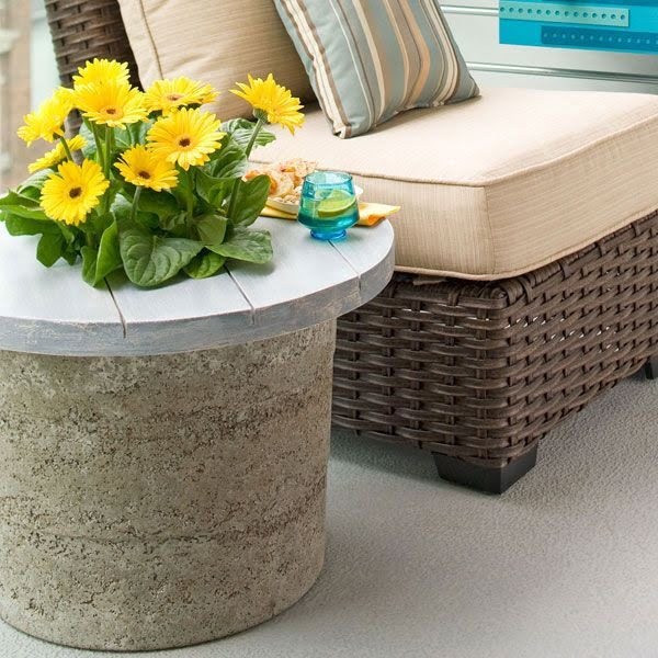 Great idea! Check out the tutorial on how to make a #DIY outdoor hypertufa side table. #HomeDecorIdeas