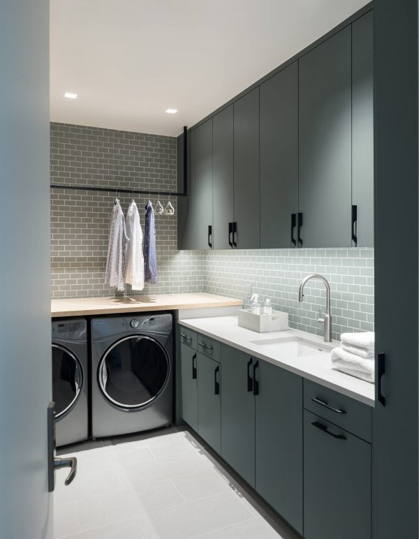 100 Fabulous Laundry Room Decor Ideas You Can Copy - You have to see this #laundryroom decor idea with dark grey furnishing, and just a trace of wood and metal. Love it! #LaundryRoomDecor #HomeDecorIdeas