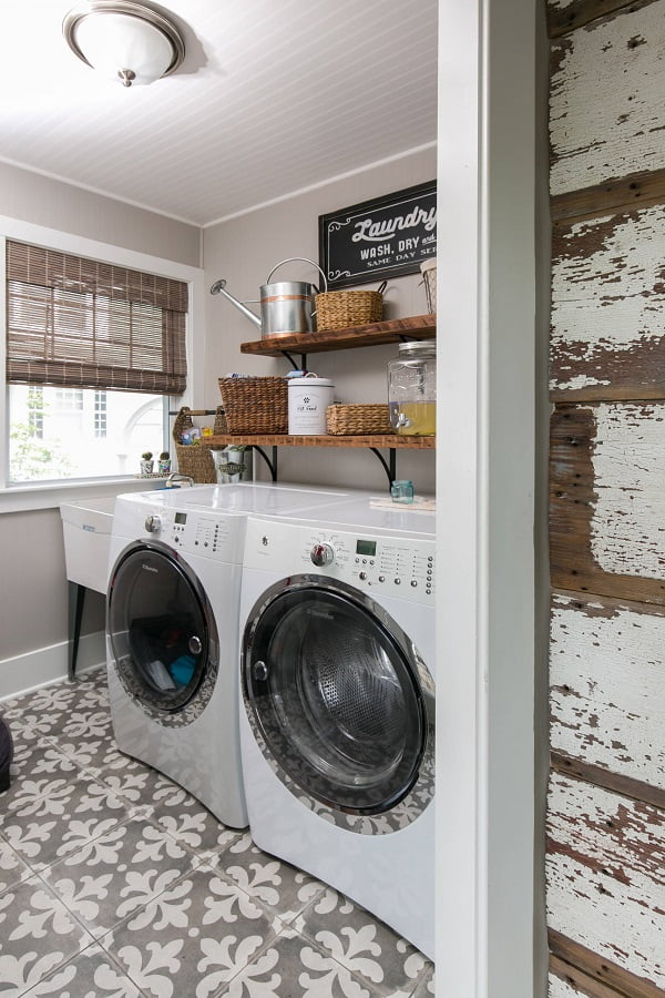 100 Fabulous Laundry Room Decor Ideas You Can Copy - You have to see this #laundryroom decor idea with unconvetional utility sink and timber adornments. Love it! #LaundryRoomDecor #HomeDecorIdeas