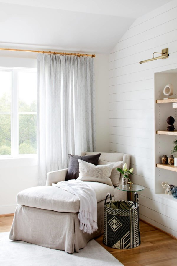 You have to see this #modernfarmhouse decor idea withmedium hardwool floors and built-in shelf set. Love it! #ModernFarmhouseDecor #HomeDecorIdeas