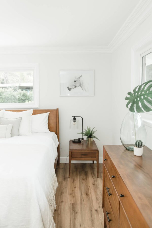You have to see this #modernfarmhouse decor idea with double wall windows and black and white painting Love it! #ModernFarmhouseDecor #HomeDecorIdeas