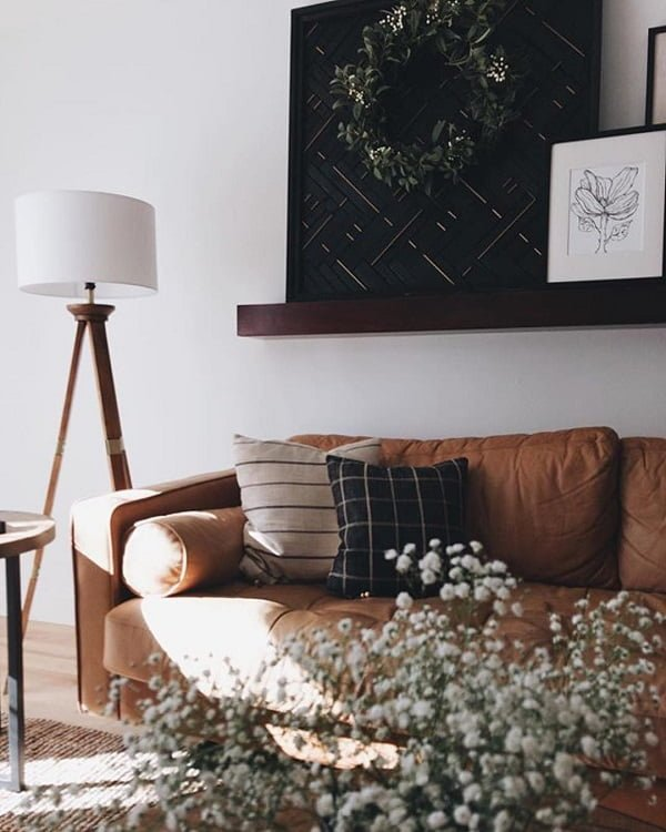 You have to see this #modernfarmhouse decor idea with patterned pillows and meadow flower arrangements. Love it! #ModernFarmhouseDecor #HomeDecorIdeas