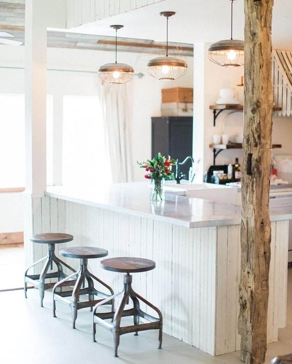 You have to see this #modernfarmhouse decor idea with timber pillar and triple wood shelf set. Love it! #ModernFarmhouseDecor #HomeDecorIdeas