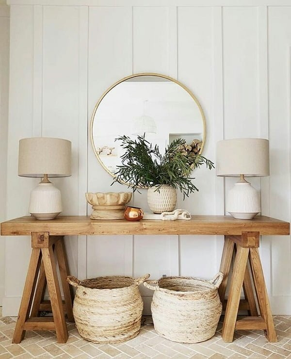 You have to see this #modernfarmhouse decor idea with two vintage stoprage baskets and neutral set of nightstand lamps. Love it! #ModernFarmhouseDecor #HomeDecorIdeas