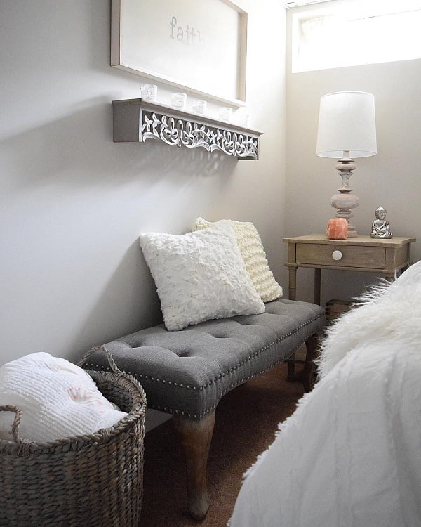 https://www.instagram.com/p/BhxYyMvHyNB/You have to see this #modernfarmhouse decor idea with two fuzzy white pillows and glass nigthlamp! #ModernFarmhouseDecor #HomeDecorIdeas