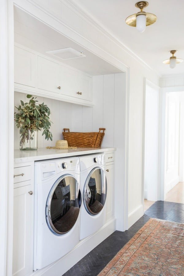 100 Fabulous Laundry Room Decor Ideas You Can Copy - You have to see this laundry room decor idea with white cabinets and marble countertops. Love it! #HomeDecorIdeas #LaundryRoomDesign