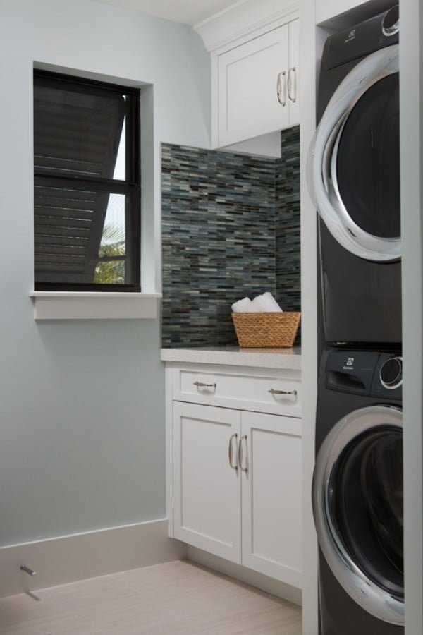 100 Fabulous Laundry Room Decor Ideas You Can Copy - You have to see this laundry room decor idea with mosaic tile. Love it! #HomeDecorIdeas #LaundryRoomDesign