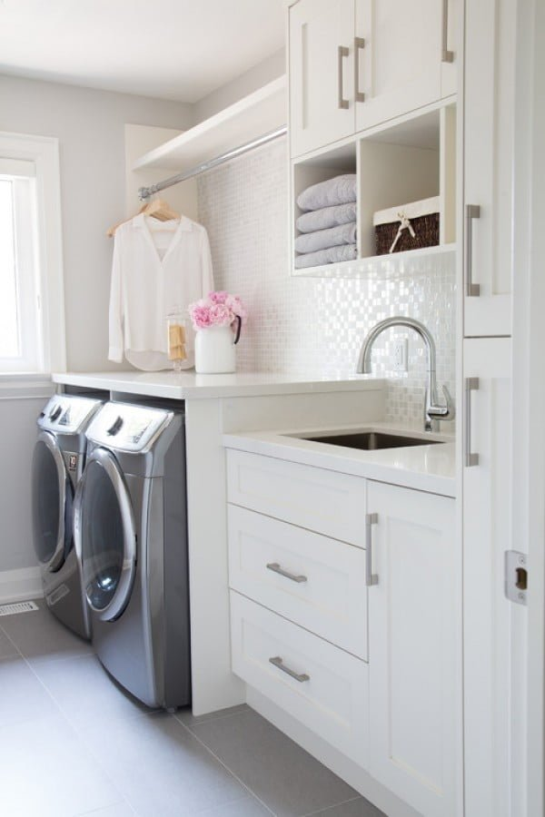 100 Fabulous Laundry Room Decor Ideas You Can Copy - You have to see this laundry room decor idea with textured tile backsplash. Love it! #HomeDecorIdeas #LaundryRoomDesign