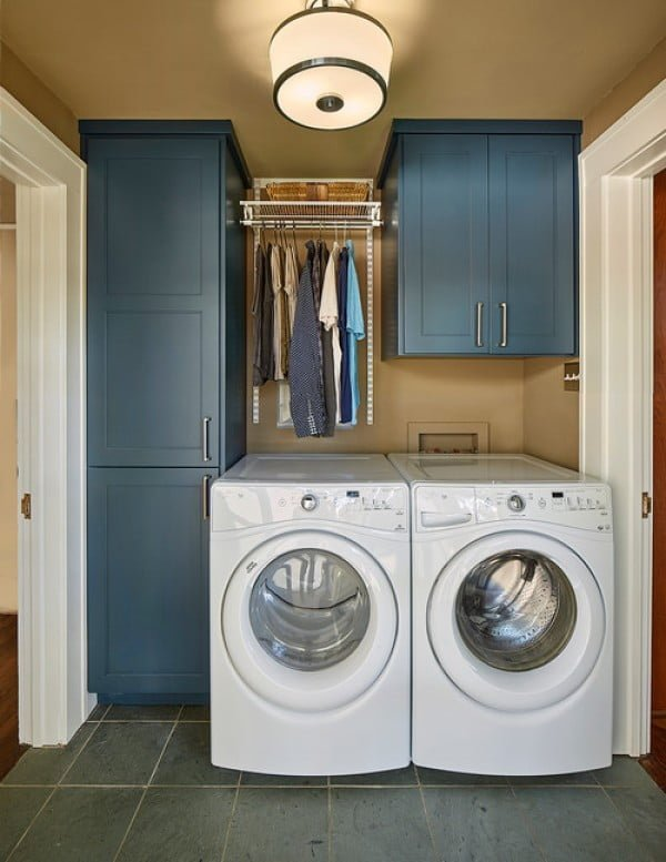 100 Fabulous Laundry Room Decor Ideas You Can Copy - You have to see this laundry room decor idea with navy blue cabinets. Love it! #HomeDecorIdeas #LaundryRoomDesign