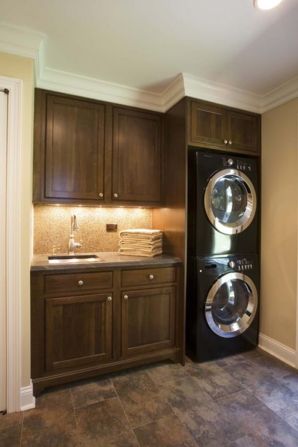 100 Fabulous Laundry Room Decor Ideas You Can Copy - You have to see this laundry room decor idea with dark cabinets and marble flooring. Love it! #HomeDecorIdeas #LaundryRoomDesign
