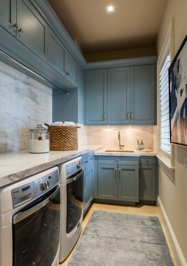 100 Fabulous Laundry Room Decor Ideas You Can Copy - You have to see this laundry room decor idea with marble countertops. Love it! #HomeDecorIdeas #LaundryRoomDesign