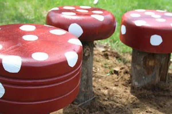 Great idea! Check out the tutorial on how to make a #DIY outdoor toadstools. #HomeDecorIdeas
