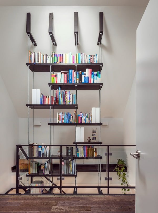 You have to see this #bookshelf decor idea with futuristic wall hangers and a balanced shelf space. Love it! #BookshelfDecor #HomeDecorIdeas