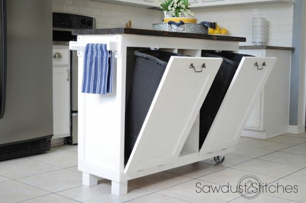 25 Easy DIY Kitchen Island Ideas That You Can Build on a Budget - How to make a #DIY Cabinet Kitchen Island #homedecor