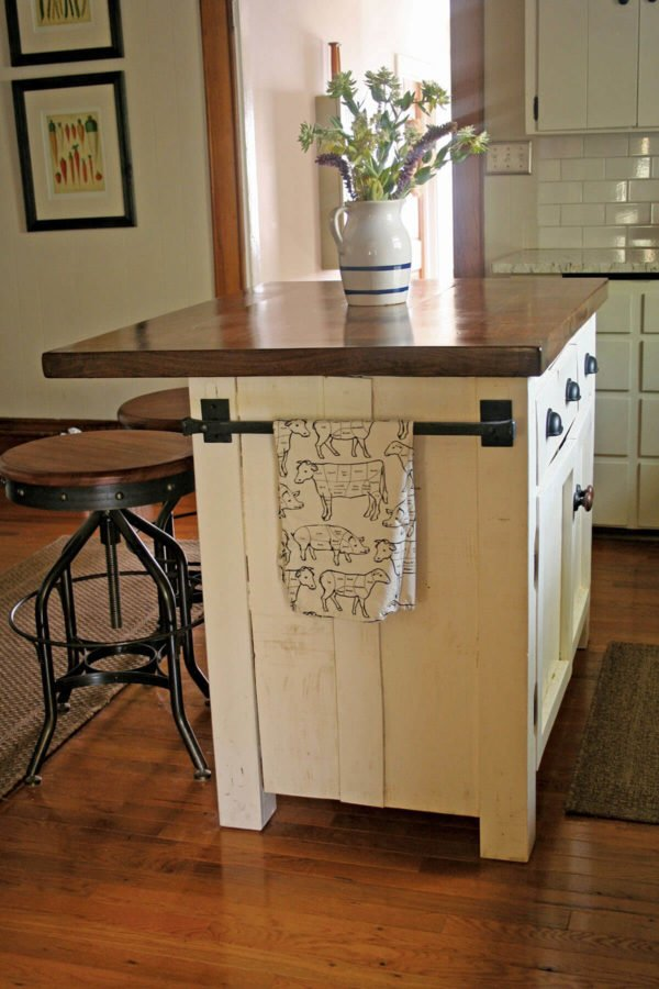 25 Easy DIY Kitchen Island Ideas That You Can Build on a Budget - How to make a #DIY Lumber Mill Kitchen Island #homedecor