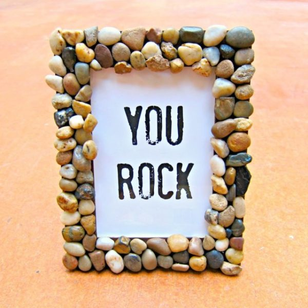 20 Easy DIY Picture Frame Tutorials for Your Next Project - How to make a #DIY Rocky Picture Frame #homedecor